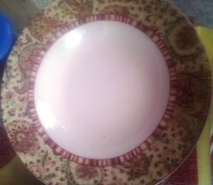 piring besar dengan pinggiran grafir vintage