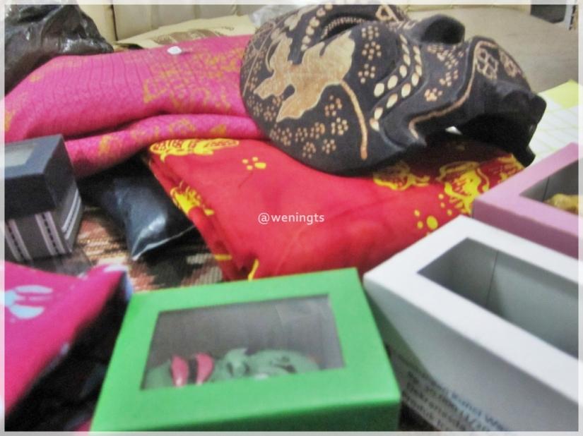 """Batik, aksesoris, topeng dengan desain """"Khas Wonosobo"""""""