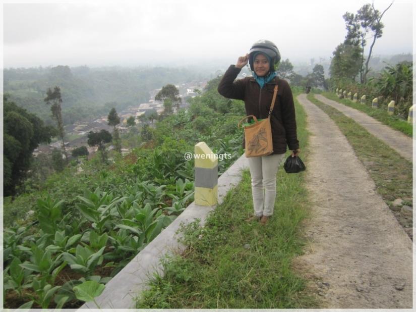 Jalan pulang, sudah bisa senyum karena jalan yang dilewati tidak se-ekstream tadi, hehe :)