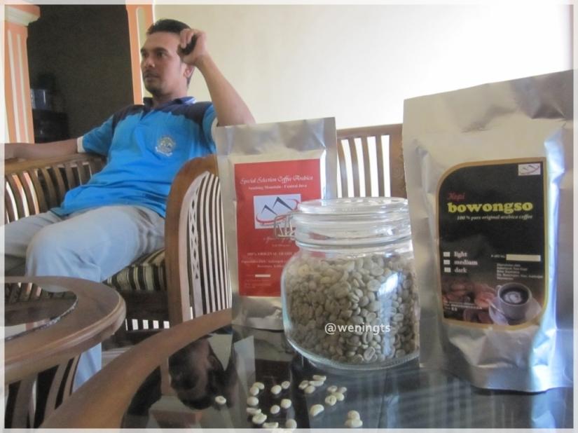 Mas Eed sedang menjelaskan bagaimana mengolah kopi yang menciptakan citarasa yang enak