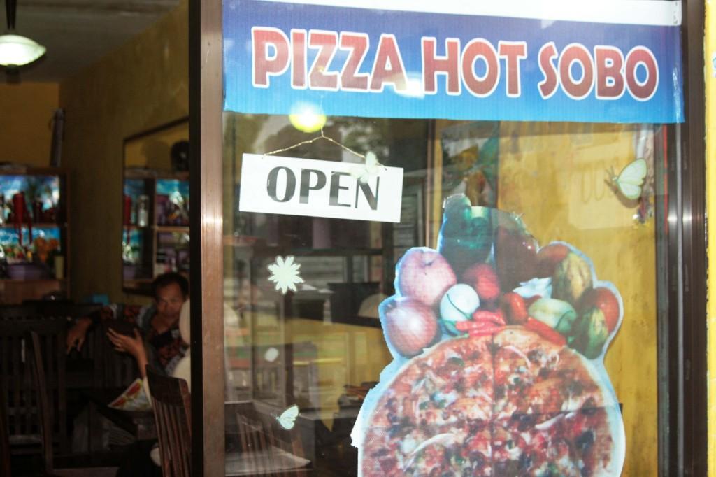 Tampak depan minicafe Pizza Hot Sobo di Jl. A Yani Wonosobo
