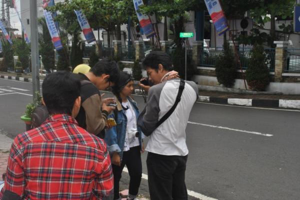 Syuting hari kedua, di Taman Prajuritan