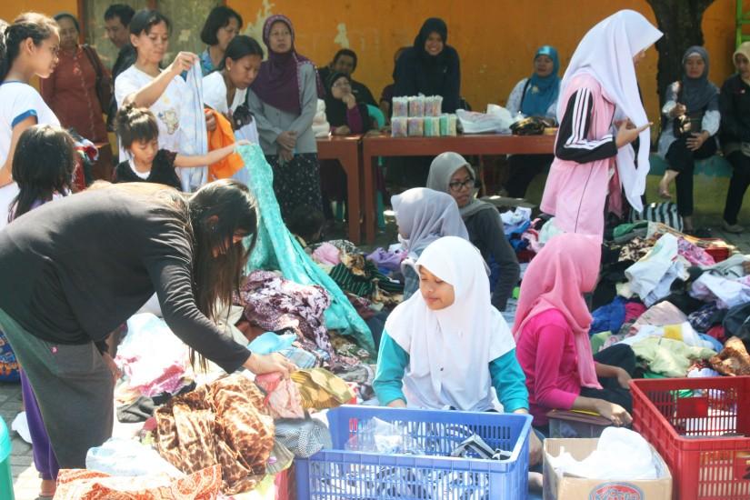 Suasana pasar murah Kramatan