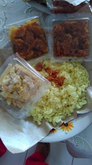Nasi Kuning selamatan empat bulanan buatan Ibu
