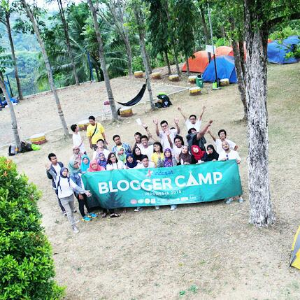 Bareng temen blogger saat acara Blogger Camp 2016 di Ketenger Purwokerto. Foto : om Topan