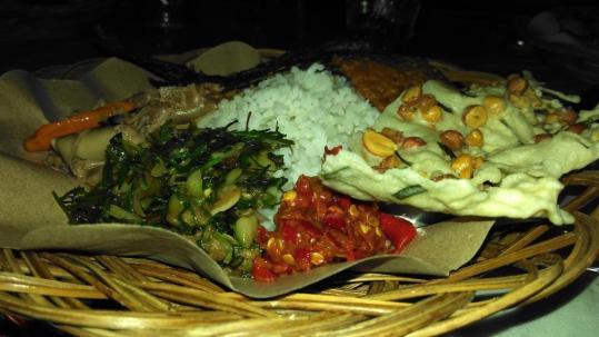 Makan malam di Agathis